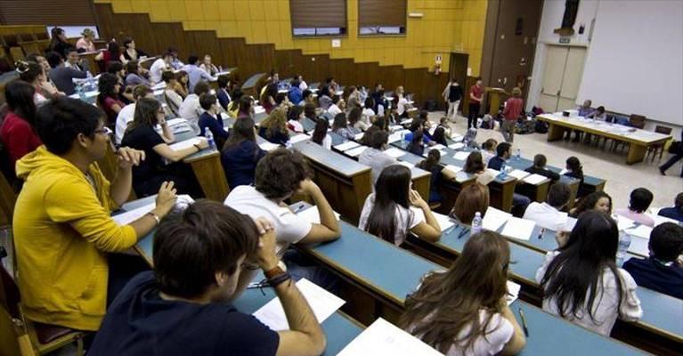 Abolire le tasse universitarie o premiare i migliori cervelli?