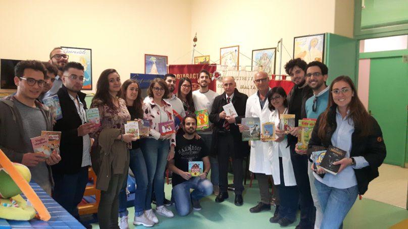 Rotaract dona libri alla Pediatria dell'Ospedale di Siracusa