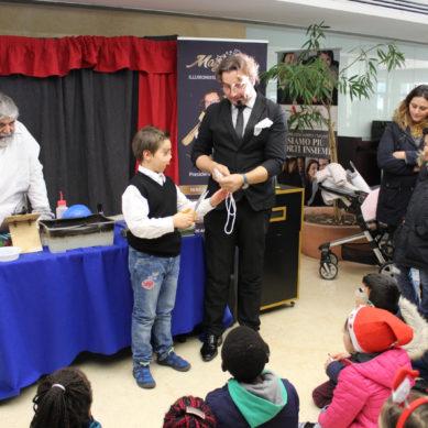 Garibaldi, spettacolo natalizio di magia in Pediatria