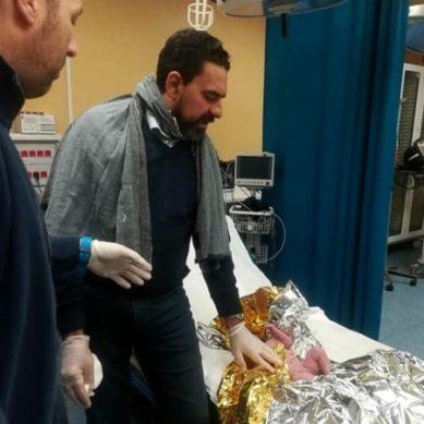 Ginecologo assiste partoriente su ambulanza del 118