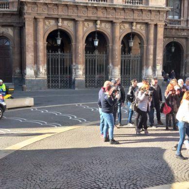 Simulazione d'intervento per il defibrillatore in Piazza Teatro Massimo