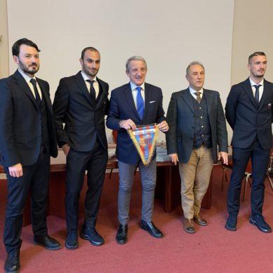 Garibaldi, influday con i calciatori del Catania