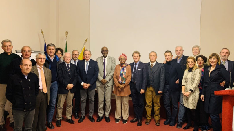 """Ambasciatore somalo in visita al """"Garibaldi"""""""