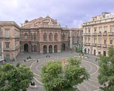 Defibrillatore ricollocato in Piazza teatro Massimo