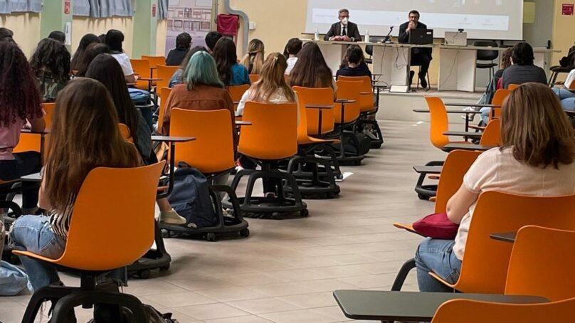 Scuola e futuro: medici tra i banchi per orientare gli studenti