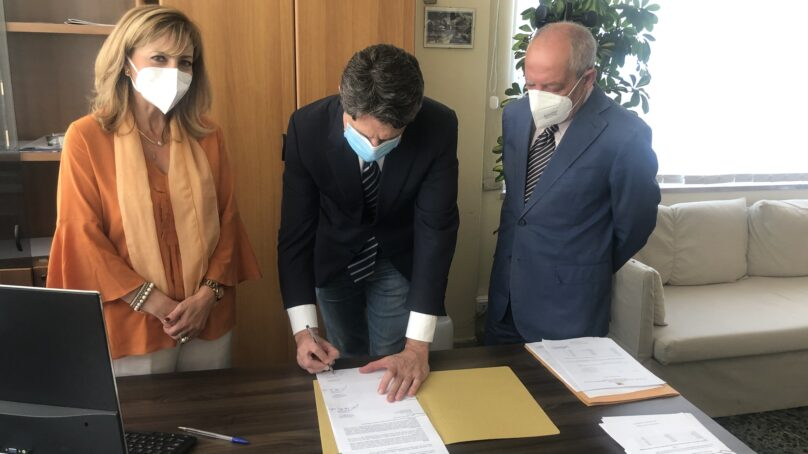Sinergia tra la Regione Siciliana e il Teatro Bellini per stemperare la tensione dei vaccini. Esibizioni da oggi all'hub di Via Forcile.